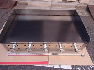 即落札 新品未使用 業務用 鉄板焼器900×550 グリラー グリドル 鉄板厚み9mm LPガス用 お好み焼き 焼きそば ステーキ等 ガス鉄板焼き
