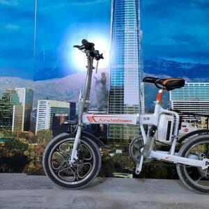 スマホ充電可能 Airwheel R5 簡単 折りたたみ自転車 16インチ 電動ハイブリット パナソニック製30.5v 18Ah