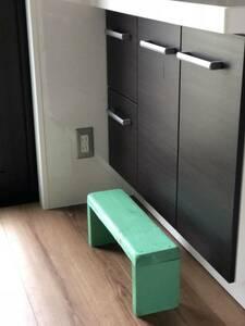 ハンドメイド 腰掛け 荷物置き ウッドテーブル テーブル 家具 自然 ナチュラル 手作り 緑 みどり グリーン