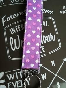 ハンドメイド★ストラップタイプキーリング 持ち手付きキーホルダー 紫 ハート柄 バザー フリマ ちょっとしたプレゼントなどに・・・