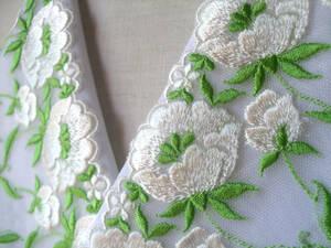 29【さくら】白にグリーンの豪華バラ半襟・柔らかい絹交織
