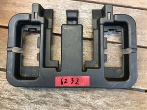 190124-6232 ダイハツ DAIHATSU ネイキッド L750S H12年式 リア シートベルト キャッチ カバー 蓋 後ろ側 (A)