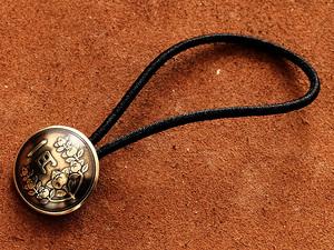オールドコインコンチョ ヘアゴムブレスレット 日本古銭 (1円黄銅貨)19mm バングル 金 ゴールド ボタン ループ コレクターズアイテム
