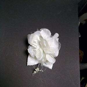 成人式髪飾りコサージュ白★ホワイト★花★フォーマル★ドレス★入学式★卒業式★