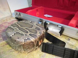 (送料無料)18.980円 沖縄三線専用 アルミハードケースと蛇皮強化(二重張)型チーガ セット