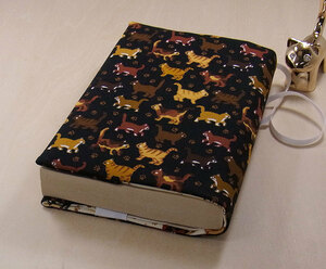 06 B hand made library book@② book cover small . cat .. integer row reading house book@ liking cat .. cat cat present present