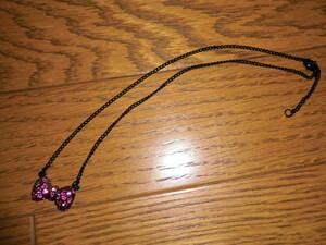 ネックレス (蝶ネクタイとダイヤのモチーフ)ローズピンク   ビーズアクセサリー・ペンダント・小物雑貨