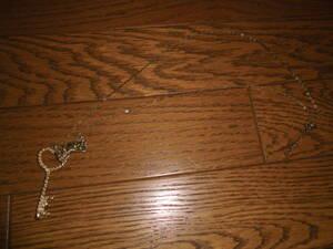 ネックレス ヴィンテージ品 (鍵と蝶ネクタイのモチーフ)   ファッション・アクセサリー・ペンダント・小物雑貨