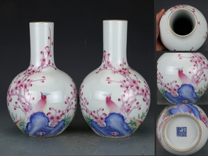 大清乾隆年製款 琺瑯彩梅花鳥と漢詩文 包金口天球瓶 一対