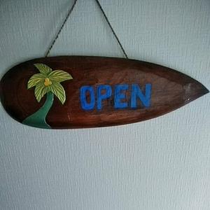 オープン OPEN 雑貨 アジアン雑貨 サインプレート サーフボード 木製 プレート 看板 サーフィン リゾート カフェ バー 店舗 インテリア