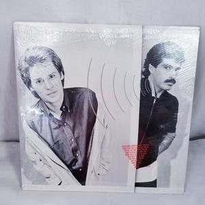 【LPレコード】DARYL HALL&JOHN OATES/ダリル・ホールとジョン・オーツ VOICES【中古】の商品画像