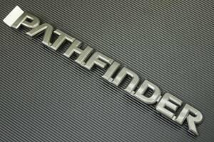 R50テラノ パスファインダー US純正 リアエンブレム PATHFINDER ダークシルバー 後期 99~ 新品 NISSAN 背面タイヤ付