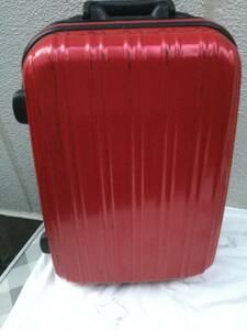 赤いキャリーケース スーツケース