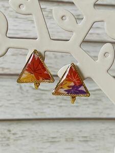 N o. 11126 Triangle earrings of autumn leaves mommiji