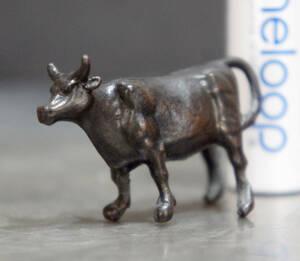 添配 牛 全長4cm 高さ2.5cm