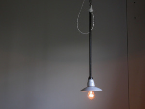 steel shaft attaching porcelain made Φ16. 5cm small pendant lamp / 1930 period Germany marks lie industry series lighting