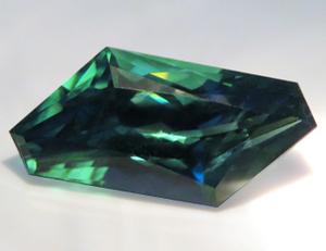 15468【特選品】 カラーチェンジジルコン 3.80ct クリーン 青紫と緑に激変 ミャンマー産 : 瑞浪鉱物展示館 【送料無料】