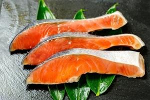銀鮭 ・中辛 10切れ【チリ産・1切れ80g~】脂あります。③