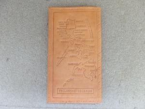 1090931a【メ便】フィリピン地図絵柄 レザークラフト 長財布/中古品/19.3×11cm程/草花模様あり/ウォレット