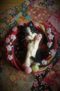 ☆♪♪ハンドメイドリース*羊毛フェルト*手毬ハチ割れ招き猫桜の壁飾り☆