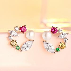 色艶の素晴らしい 最高級の逸品 絢爛 豪華 極希少 多彩なCZダイヤモンドピアス プラチナ仕上 絶品 極美 オススメ 最高純度 限定販売 高品質