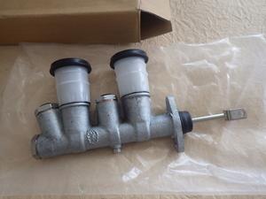 Isuzu Bellett original brake master cylinder ASSY new goods Isuzu old car 1800GT