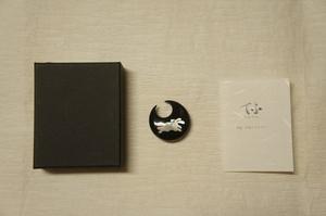 新品黒水牛白蝶貝『月うさぎ模様』帯留化粧箱入[E11818]