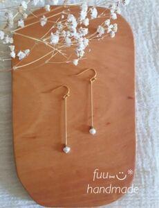 ハンドメイド小粒淡水パールとダイヤカット真鍮のピアス(イヤリング)