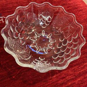 ★夏 清涼 SALE 500円 昭和レトロ 直径約27㎝フルーツ大皿 透明 レア プレス 大皿 深皿 ガラス 丸皿 骨董 ビンテージ ブドウ