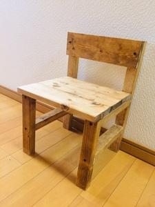 実用にもインテリアにも使える天然木の子供用スモールチェア(椅子)