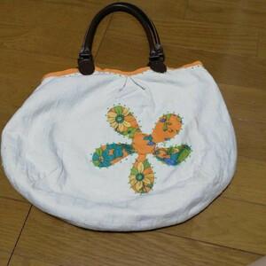 ハンドメイドのバッグ