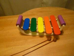 PLAN TOYS 木製の舟形の木琴