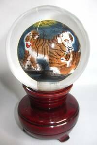 中国美術 トラ 内絵丸玉  ガラス玉  ガラス球 ガラス細工 木製飾り台付き