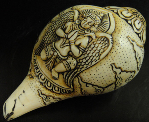 ◆チベット密教法具 法螺貝(シャンカ)ガルーダ像-1